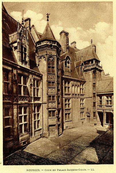 404px-Bourges_cour_du_palais_jacques_c%C5%93ur.jpg