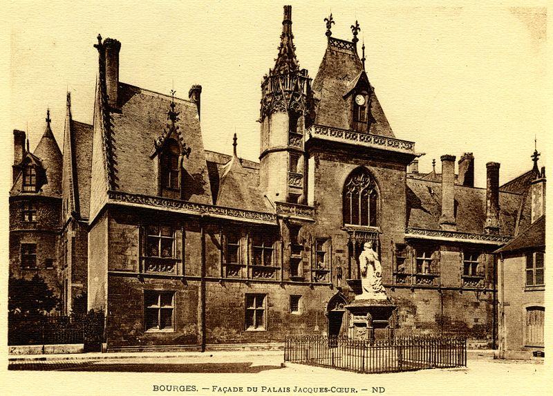 800px-Bourges_fa%C3%A7ade_du_palais_jacques_c%C5%93ur.jpg